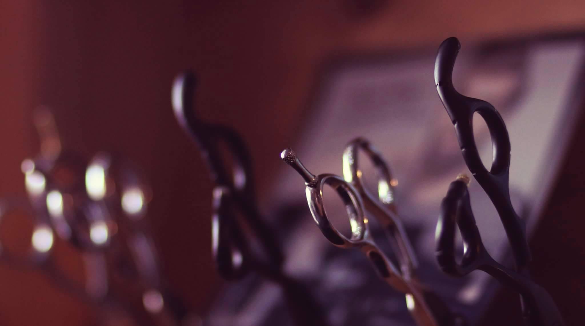 ciseaux du barbier - salon Hair N'J - coiffeur mixte à Blanquefort